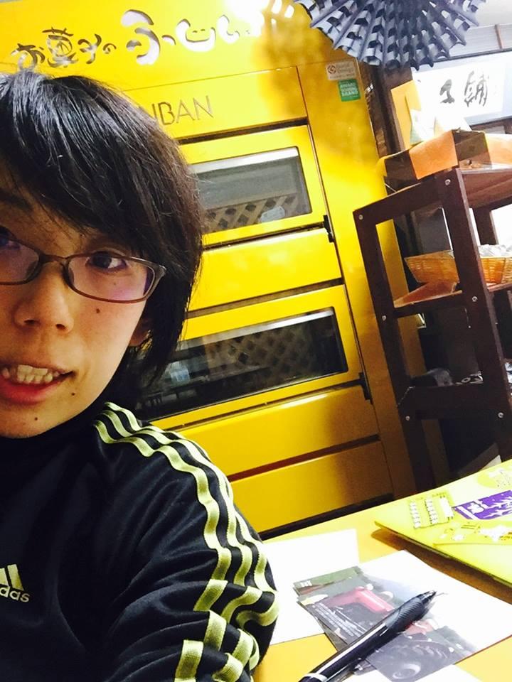 ちあきの店内で自撮り やっぱり黄色のオーブンちゃん好き