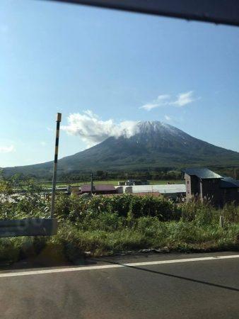 倶知安を出るとき山は白かった